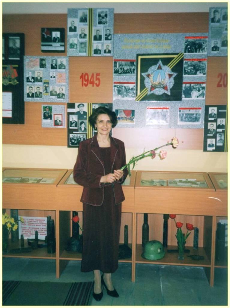 Основатель и руководитель музея учитель истории Бычкова Г.В.